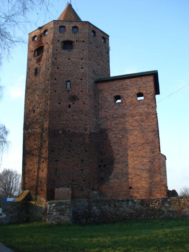 2006-12-11 Rawa Maz. - ruiny zamku (8)