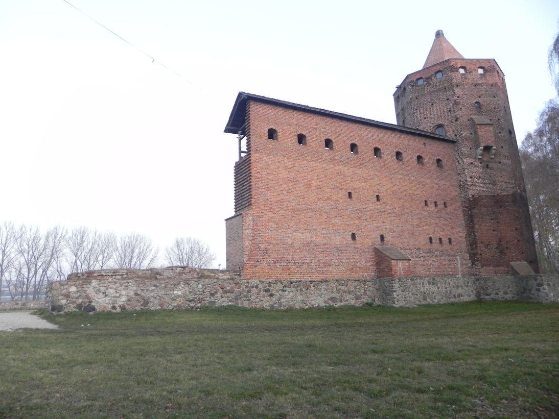 2011-11-22 Rawa Maz. - ruiny zamku (11)