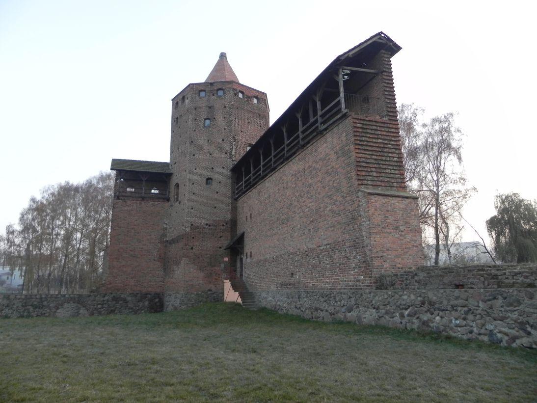 2011-11-22 Rawa Maz. - ruiny zamku (14)