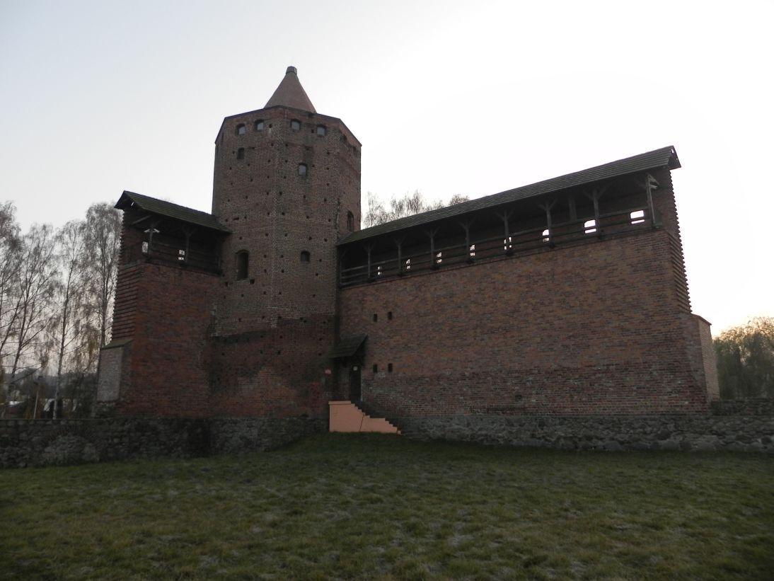 2011-11-22 Rawa Maz. - ruiny zamku (23)
