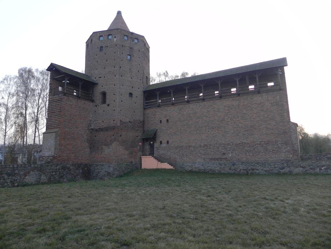 2011-11-22 Rawa Maz. - ruiny zamku (27)
