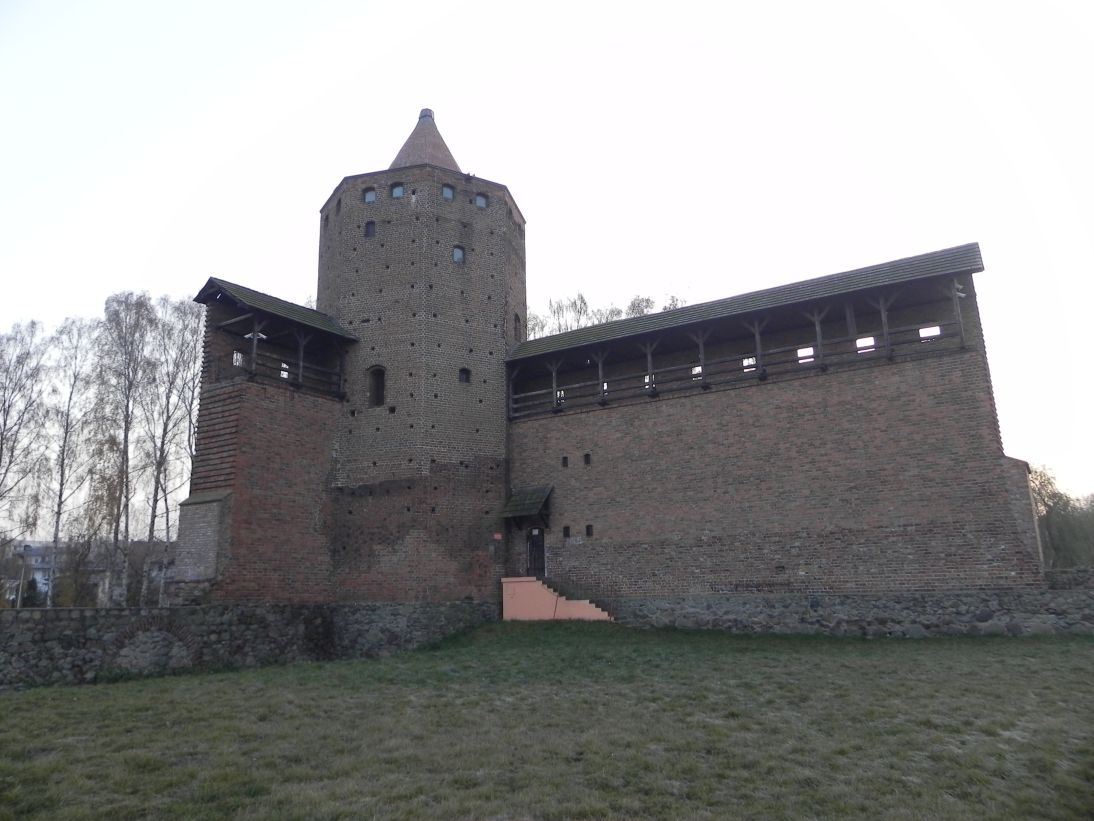 2011-11-22 Rawa Maz. - ruiny zamku (29)