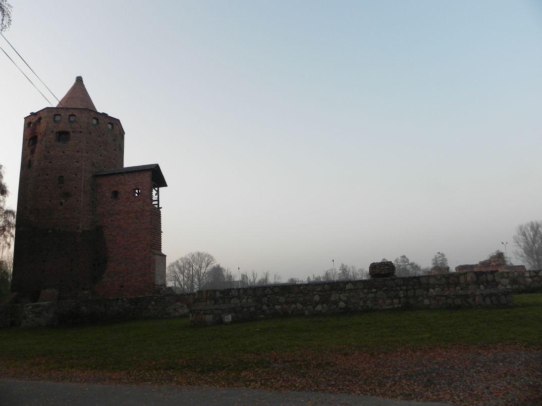 2011-11-22 Rawa Maz. - ruiny zamku (4)