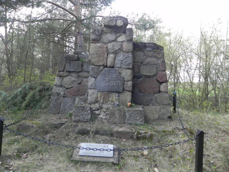 2018-04-14 Roszkowa Wola - cm. z I wojny światowej (7)