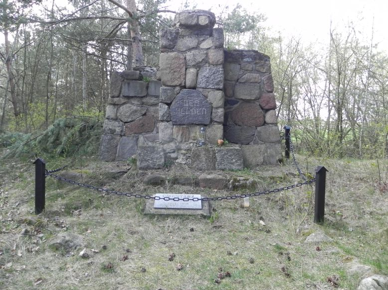 2018-04-14 Roszkowa Wola - cm. z I wojny światowej (8)