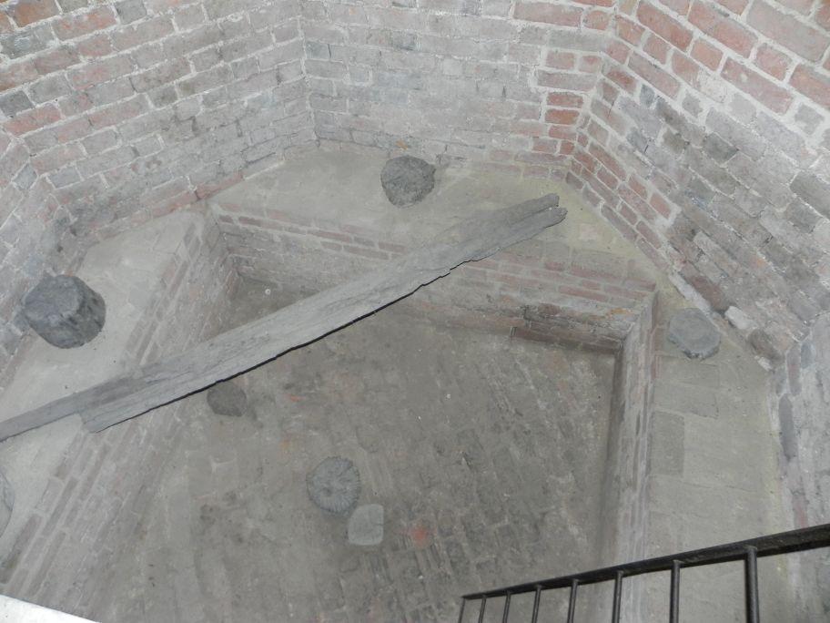 2012-05-20 Rawa Maz. - ruiny zamku (1)