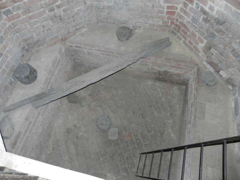 2012-05-20 Rawa Maz. - ruiny zamku (2)