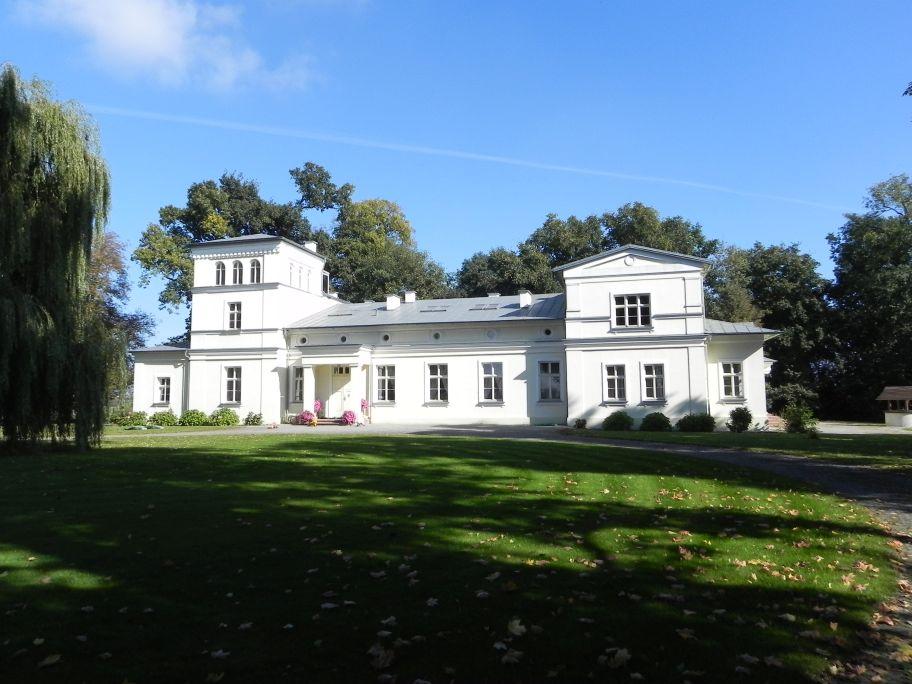 2011-10-02 Rylsk - pałac (3)