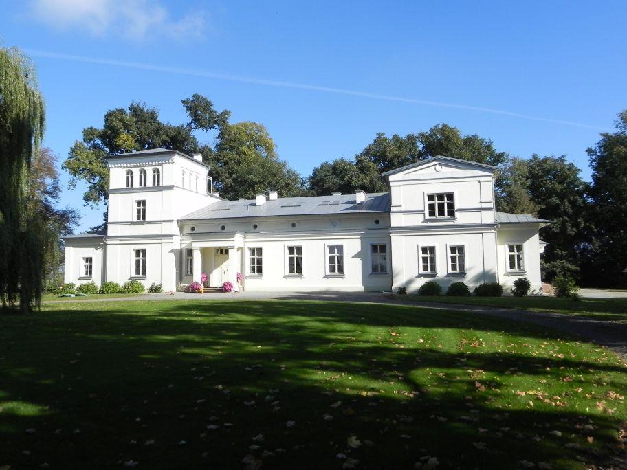 2011-10-02 Rylsk - pałac (4)