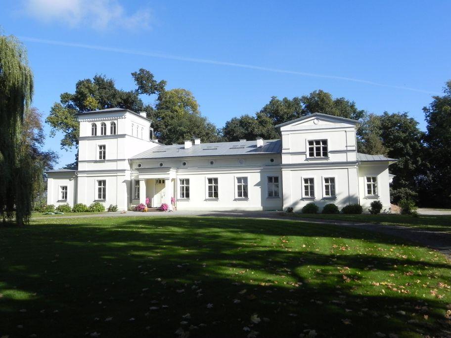 2011-10-02 Rylsk - pałac (5)