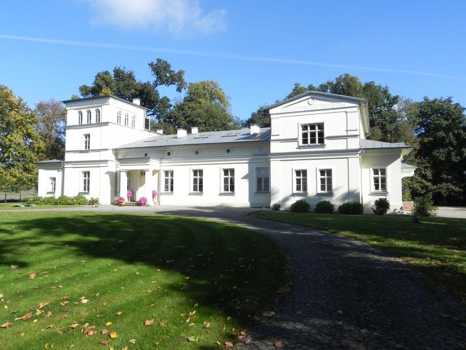 2011-10-02 Rylsk - pałac (6)