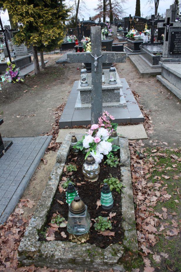 2018-12-31 Rzeczyca - cmentarz parafialny (1)