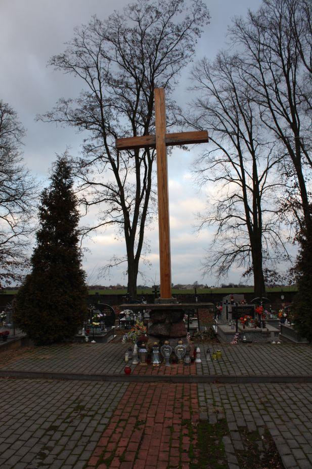 2018-12-31 Rzeczyca - cmentarz parafialny (18)