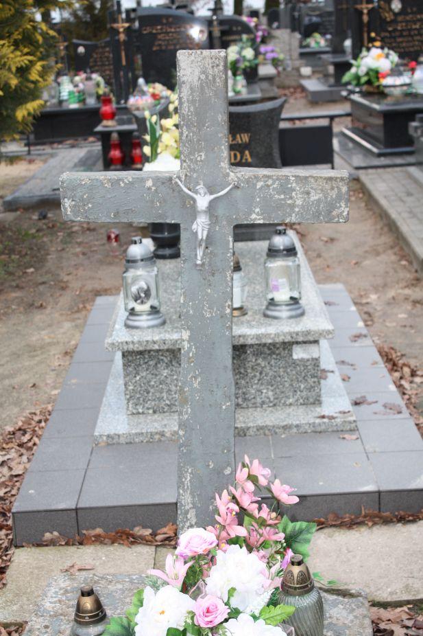 2018-12-31 Rzeczyca - cmentarz parafialny (2)