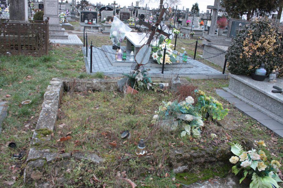 2018-12-31 Rzeczyca - cmentarz parafialny (73)
