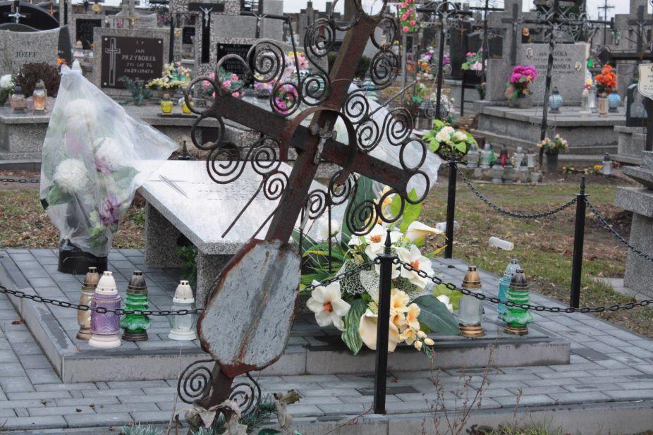 2018-12-31 Rzeczyca - cmentarz parafialny (75)