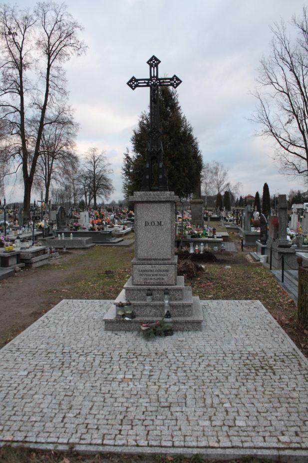 2018-12-31 Rzeczyca - cmentarz parafialny (85)