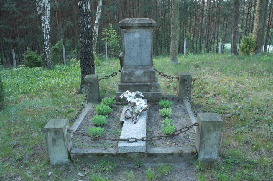 2018-05-13 Stanisławów Lipski - cmentarz ewangelicki (29)
