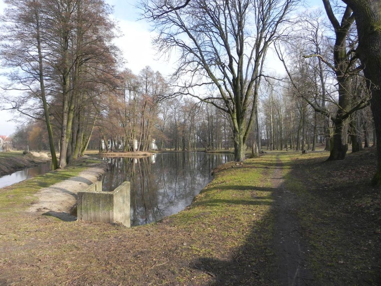 2010-01-04 Ujazd - pałac i młyn (8)