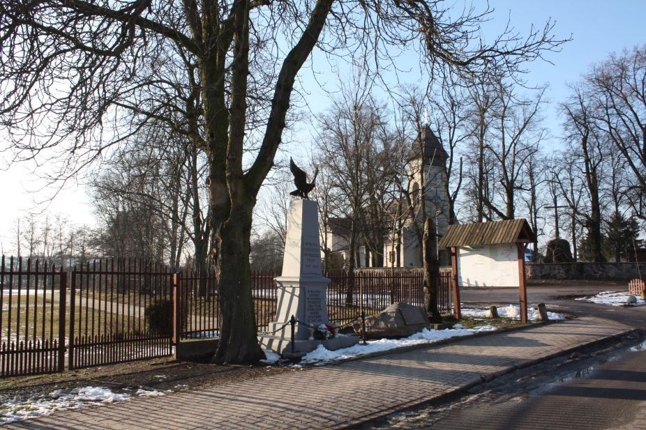 2019-02-09 Wysokienice - pomnik (1)