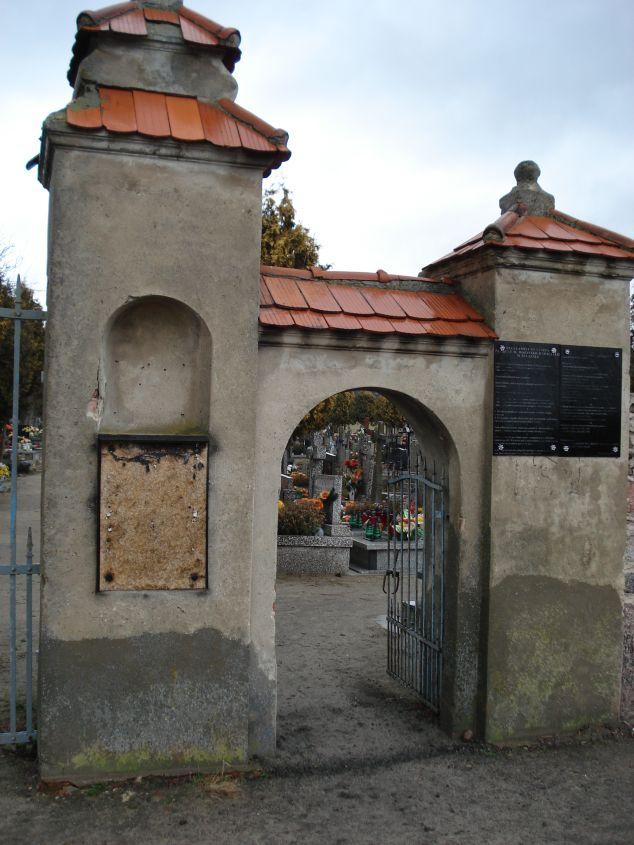 2007-01-14 Żelazna - cmentarz parafialny (3)