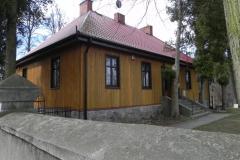 2011-04-10 Inowłódz - kościół murowany (2)