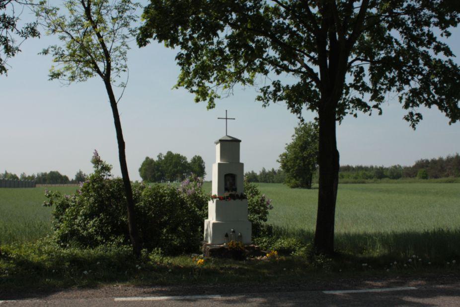 2018-05-04 Kolonia Głuchówek kapliczka nr1 (1)