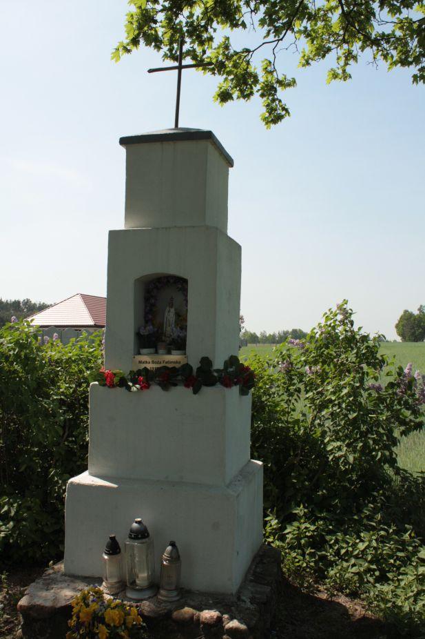 2018-05-04 Kolonia Głuchówek kapliczka nr1 (10)