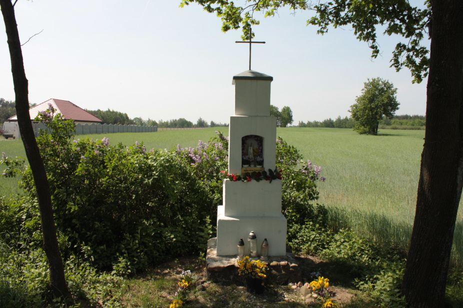 2018-05-04 Kolonia Głuchówek kapliczka nr1 (15)