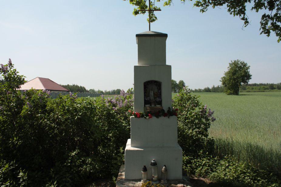 2018-05-04 Kolonia Głuchówek kapliczka nr1 (7)