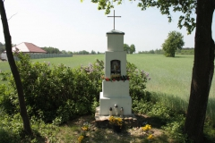 2018-05-04 Kolonia Głuchówek kapliczka nr1 (13)