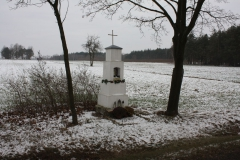 2018-12-20 Kolonia Głuchówek kapliczka nr1 (1)