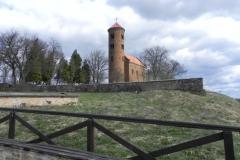 2011-04-10 Inowłódz - kościół mur. św. Idziego (1)