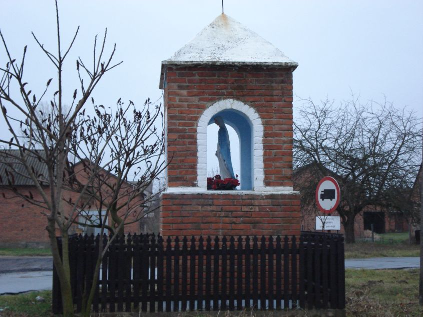 2011-02-09 Lipie kapliczka nr2 (1)