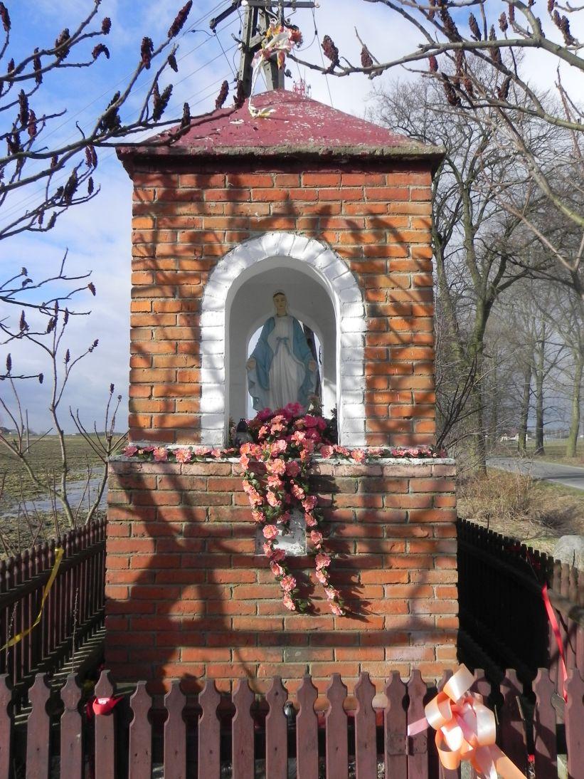 2011-02-09 Lipie kapliczka nr2 (6)