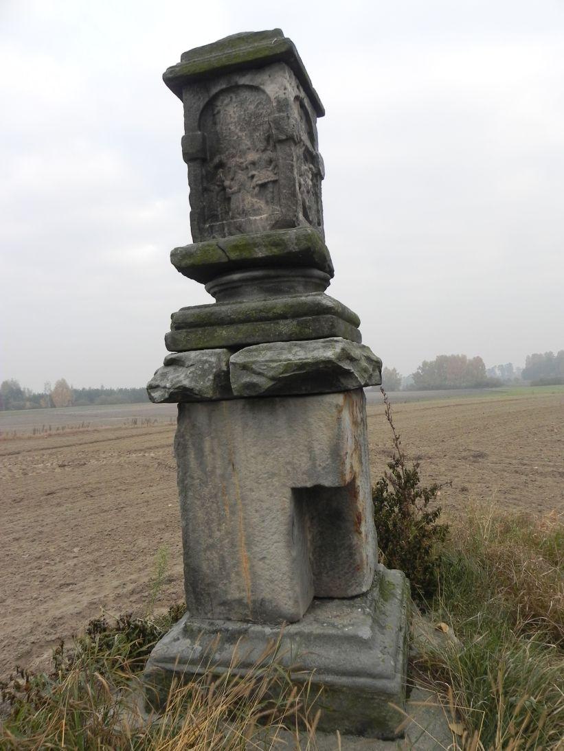 2011-10-30 Lipie kapliczka nr1 (1)