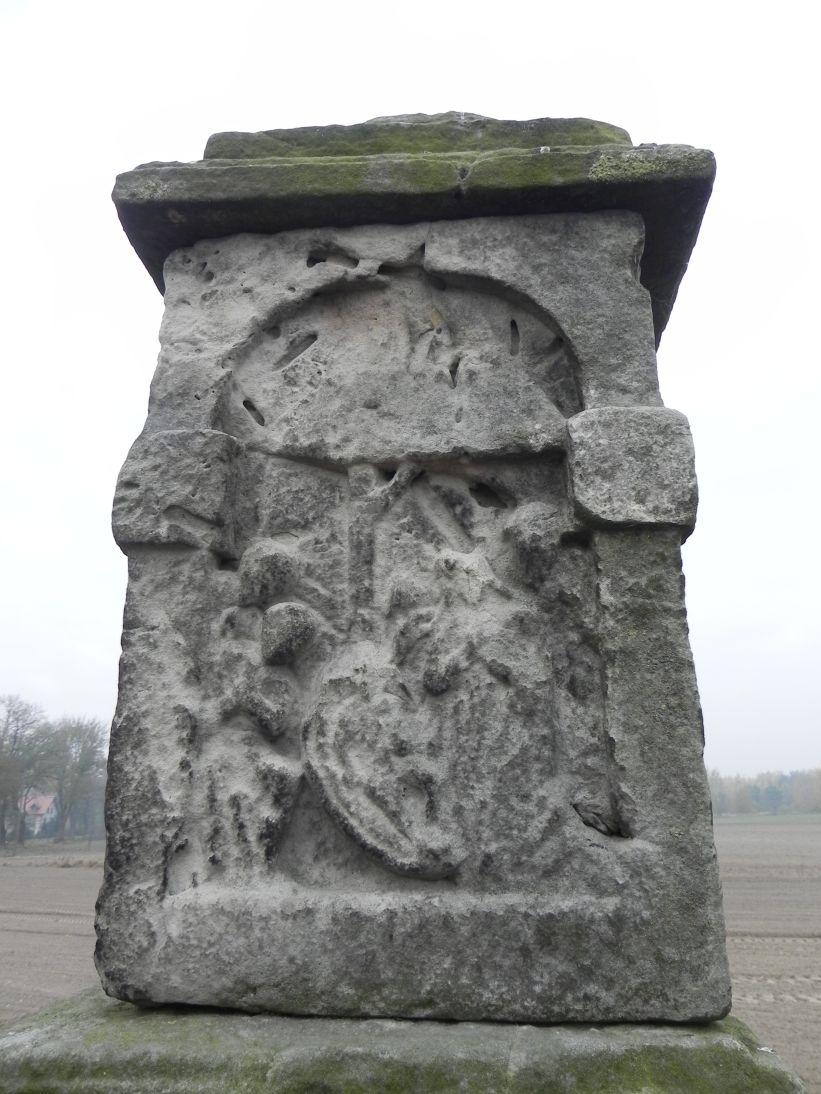 2011-10-30 Lipie kapliczka nr1 (11)
