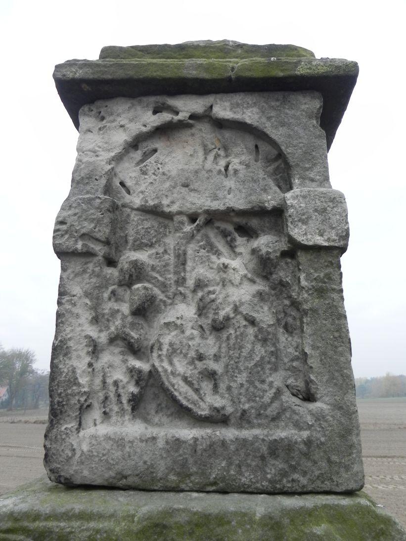 2011-10-30 Lipie kapliczka nr1 (13)
