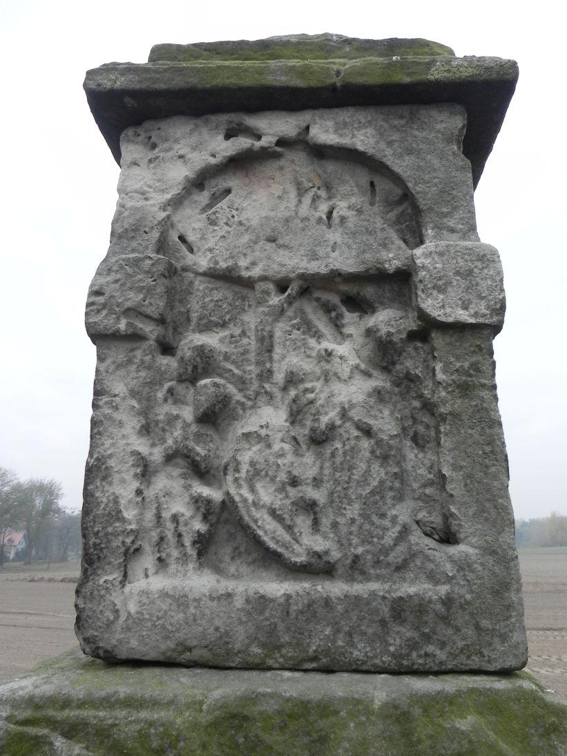 2011-10-30 Lipie kapliczka nr1 (14)