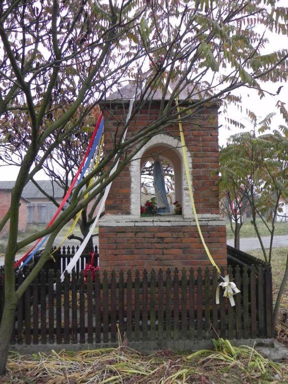 2011-10-30 Lipie kapliczka nr2 (12)