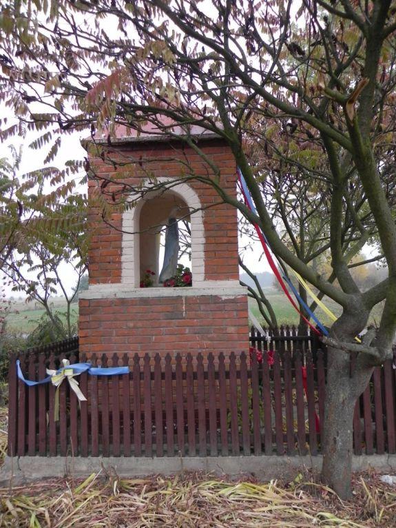2011-10-30 Lipie kapliczka nr2 (3)
