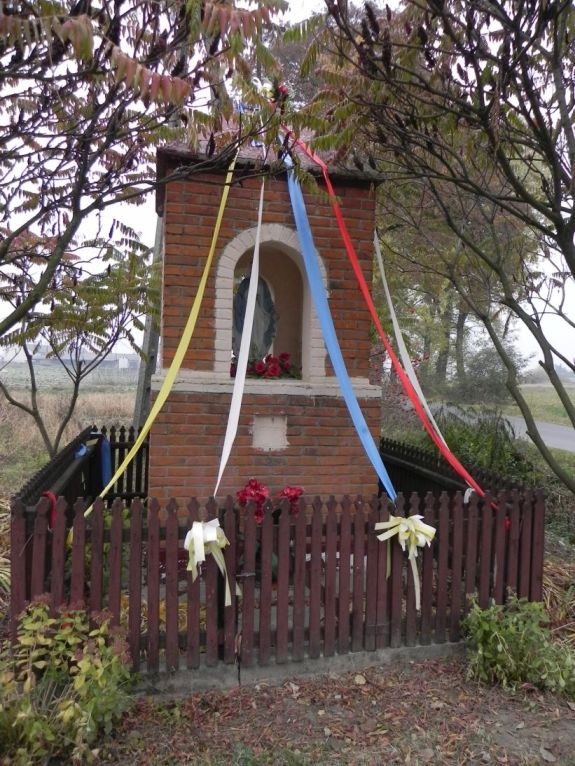 2011-10-30 Lipie kapliczka nr2 (5)