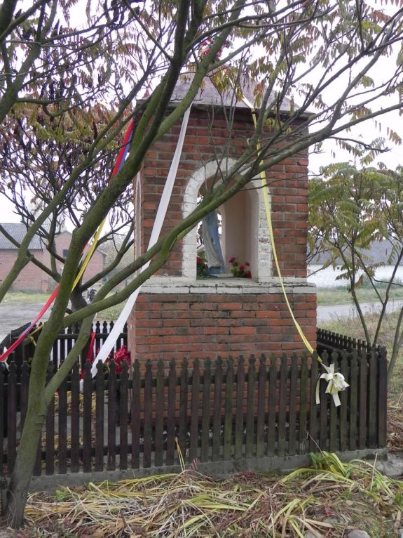 2011-10-30 Lipie kapliczka nr2 (9)