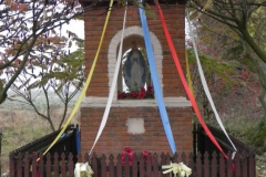 2011-10-30 Lipie kapliczka nr2 (16)