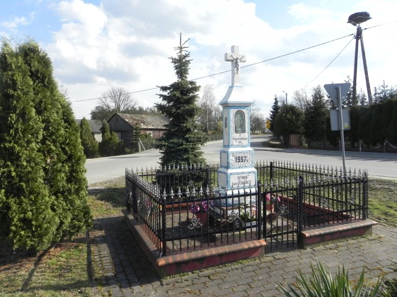 2018-04-05 Lubocz kapliczka nr1 (5)