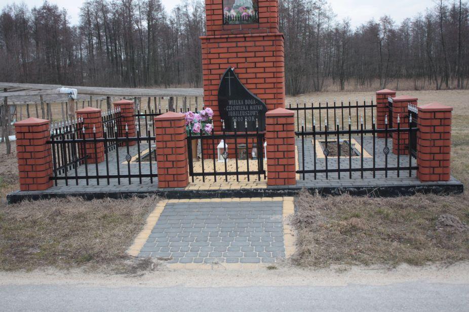 2019-02-24 Bobrowiec kapliczka nr1 (5)
