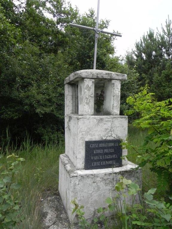 2011-06-19 Ciebłowice - pomnik (3)