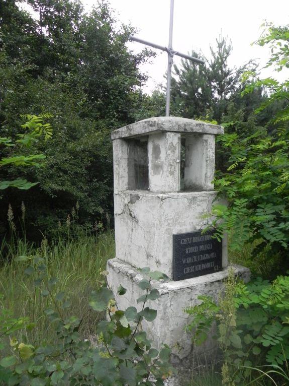 2011-07-10 Ciebłowice - pomnik (2)