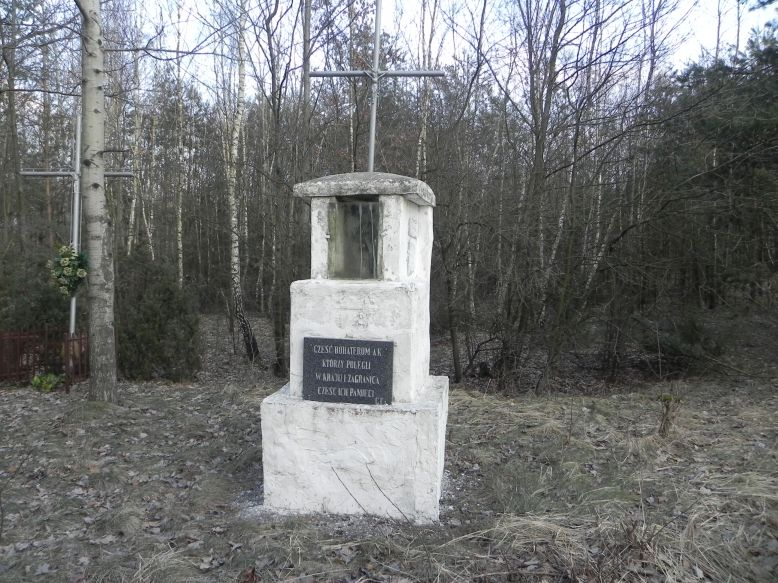 2018-02-23 Ciebłowice - pomnik (2)