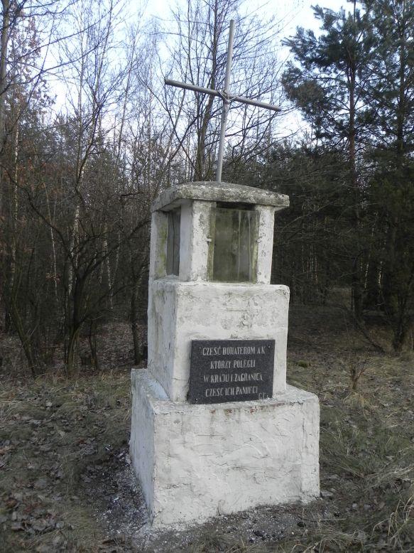 2018-02-23 Ciebłowice - pomnik (4)